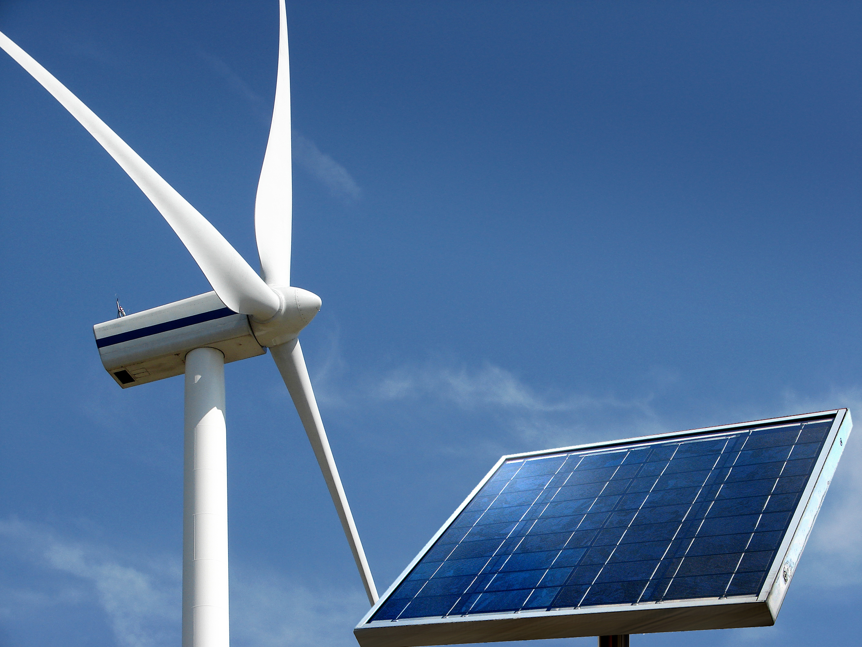 """Soria anuncia que la regulación de renovables """"verá la luz en pocas semanas"""" y no tendrá cambios"""